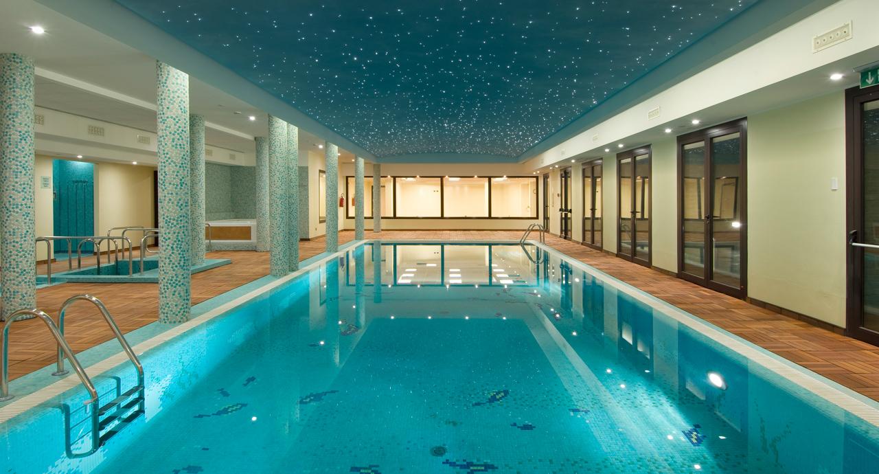 Hotel con spa vicino milano con area wellness e sala massaggi for Piscina limbiate