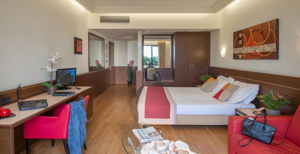 Hotel en cambiago con suite business y habitaciones para for Habitaciones para familias